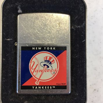 BRAND NEW NEW YORK YANKKES TEAM ZIPPO CASE LIGHTER GREAT HOLIDAY GIFT SHIP