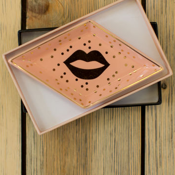 Token Of Affection Tray - Lips