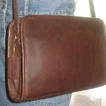 Vintage Coach Chocolate Brown Leather Shoulder Purse Bag Hangtag Divider 1980's