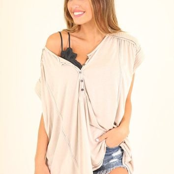 HIBISCUS BLOSSOM TEE - LIGHT TAUPE