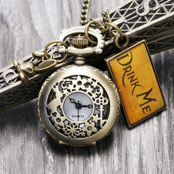 2017 New Vintage Watches Drink Me Alice In Wonderland Pocket Watch Necklace Clock Hour for Girl Women with Cute Rabbit Pendant