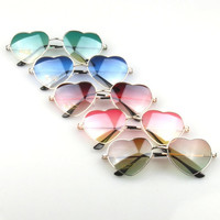 [flash Fashion unisex gradient colored sunglasses Cute heart-shaped glasses = 5988058305