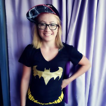 WOMEN'S BATGIRL LICENSED DC COMICS BLACK T-SHIRT WITH CAPE