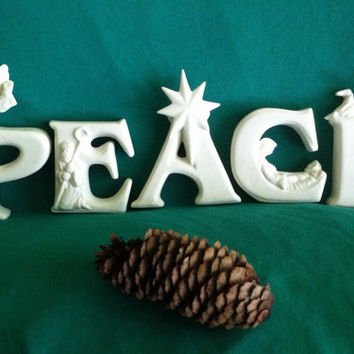 Christmas PEACE Letter Statues Vintage White Ceramic PEACE Letter Figurines With Nativity Details Angels Star Shepherd Baby Jesus Home Decor