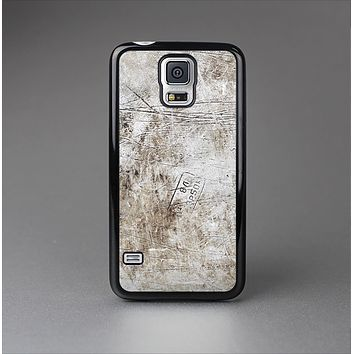 The Vintage Scratched and Worn Surface Skin-Sert Case for the Samsung Galaxy S5