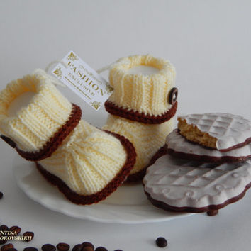 Baby booties. Knitted baby booties.