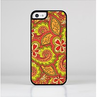 The Retro Red and Green Floral Pattern Skin-Sert Case for the Apple iPhone 5c