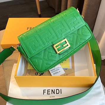 Fendi's baguette baguette shoulder bag crossbody bag metal buckle green