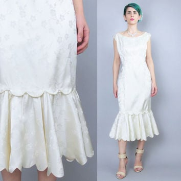 Vintage 50s 60s Mermaid Wedding Dress Scalloped Hem Dress Cream Floral Satin Wedding Gown Modern Retro Bride Sleeveless Wiggle Dress (M/L)