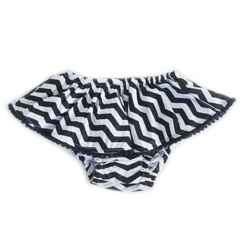 Black & White Zig Zag Skoomer for infant and toddler girl / Cute, handmade skirt, ruffles, bloomer, diaper cover. Perfect for your princess!