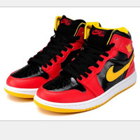 Nike  Air Jordan Retro 1 Hight Tops Contrast Sports shoes Red black (yellow hook) H-CSXY