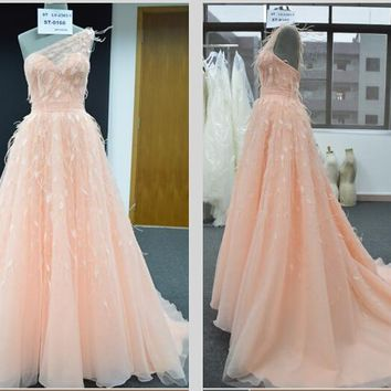 Off The Shoulder Shoulder Lovley Formal Evening Party Gowns Long Tulle  Feather Evening Dresses On S
