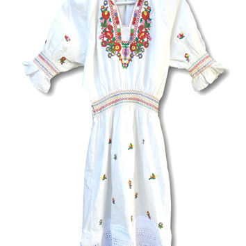 White cotton embroidered dress, White embroidered dress, White dress with embroidery, Summer dress for womens, Boho dresses canada