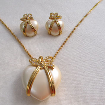 JOAN RIVERS Heart and Bow Necklace & Earrings Set