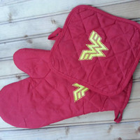 woman super hero pot holder and oven mitt set