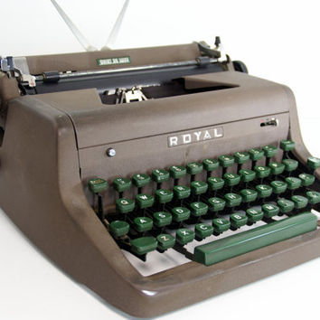 Royal Manual Portable Typewriter Quiet De Luxe