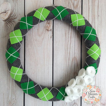 St Patricks Day Gray Green and White Argyle Yarn Wreath with White Felt Flowers