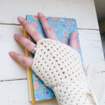 Crochet fingerless gloves, crochet wrist warmers, white fingerless gloves, ready to ship, winter wear, women's gift idea, accessory