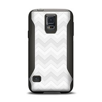 The Faded White Zigzag Chevron Pattern Samsung Galaxy S5 Otterbox Commuter Case Skin Set