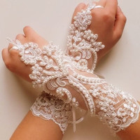free shipping, Wedding Gloves, ivory lace gloves,Fingerless Gloves, ivory wedding gown, off cuffs, cuff wedding bride, bridal gloves, Ivory