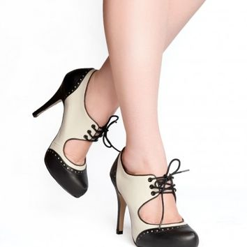 Two-Tone Tapper Heel in Black and Cream