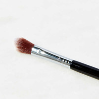Sigma Beauty F03 High Cheekbone Highlighter Brush | Urban Outfitters