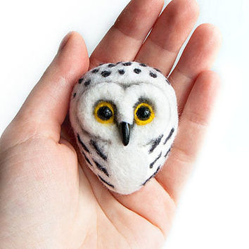 White Owl - Hand Felted Brooch - Wool Animal - Snow owl  - Felt owl jewelry - Birds jewelry - Wood birds brooch - Bird brooch - For her