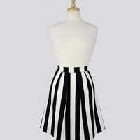 Black and White Stripped Pleated Skirt