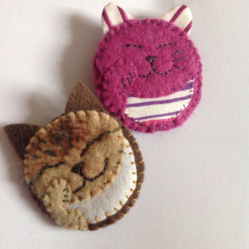 Felt Lucky Cat Brooch, cat badge, colourful, customised, kitty badge, kitty pin, made to order,