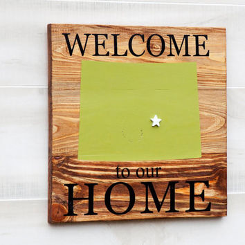 Colorado or any US state pallet wood state shape wall art - Welcome to our Home sign. Reclaimed wood. Country Chic, Rustic Cabin Decor