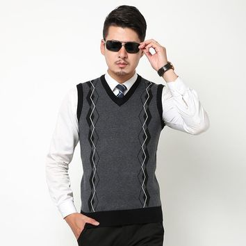 2017 New autumn and winter men casual v-neck plaid sweater vest sleeveless argyle wool sweater