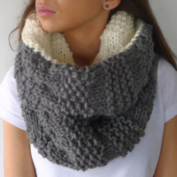 Reversible cowl in grey and cream. Chunky knit scarf.  Womens wool snood. Hand knit infinity neckwarmer. Winter accessories for women