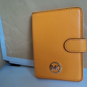 NWT MICHAEL KORS JET SET FULTON PASSPORT HOLDER CASE LEATHER VINTAGE WALLET