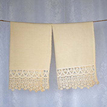 Vintage Heavy Lace Hand Towel Set of 2 Cream Ivory Linen Towel Set with heavy lace border on one edge - gorgeous wedding gift