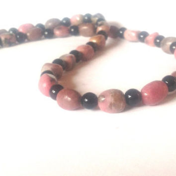 Earthy Bohemian Pink Necklace - Hippie Summer Beaded Necklace