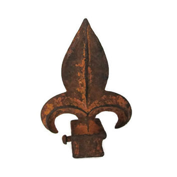 Vintage Fleur de lis Finial, Rustic Cast Iron Finial, Old Rusty Finial, Rustic, Fleur de lis Decor, 1960's French Decor