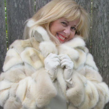 Vintage Fur Coat Womans Vintage 1970's Disco Queen Fashion, Snow Bunny Style retro 70's design Ski Fashionista Furs Pleather 49G