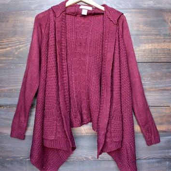 hooded open front knit cardigan in burgundy