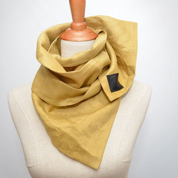 Linen Scarf. Scarf with magnet clips. Chunky Scarf. Natural Linen. Mustard scarf.
