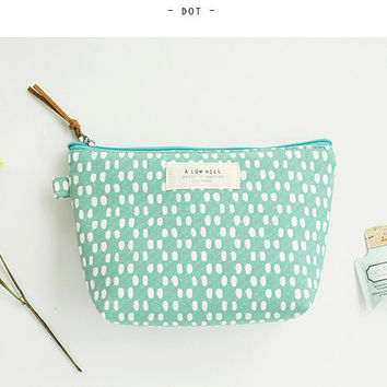 Livework A low hill basic pattern zipper pouch