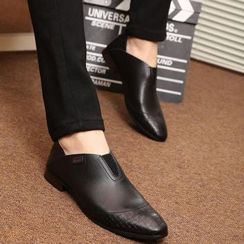 2018 New Men Leather Shoes Fashion Korea Men Loafers Comfortable Pointed Toe Business Shoes Black Men Dress Shoes Soft Men Shoes