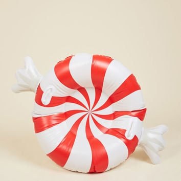 In the Driver's Sweet Snow Tube | Mod Retro Vintage Decor Accessories | ModCloth.com