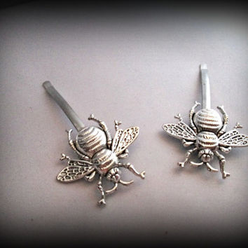 Bee hair pin-Steampunk hair pin-silver bee bobby pin-gothic bobby pin-punk hair pin-hair clip set of 2