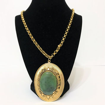 vintage green stone medallion necklace. medallion necklace. oval medallion. statement necklace