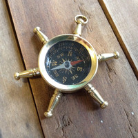 1 pc Pirate Helm COMPASS Steer Wheel Vintage Style Nautical Pendant Charm REALLY WORKs Shiny Gold Brass Bronze O003