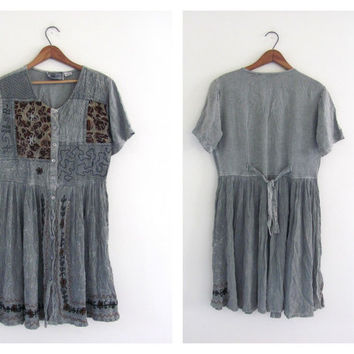 STOREWIDE SALE... vintage embroidered baby doll dress // button up dress from India // embroidered dress // womens size L