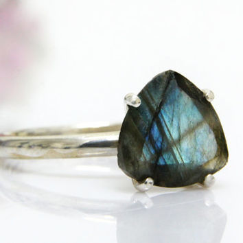 20% OFF - Sterling silver ring,Labradorite ring,trillion ring,semiprecious ring,wow ring,proposal ring,engagement ring