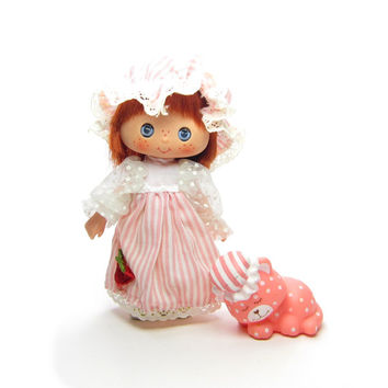 Sweet Sleeper Strawberry Shortcake Vintage Doll with Nightgown, Sleeping Pet Custard Cat