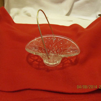 VINTAGE PRESSED GLASS AVON SMALL BASKET WITH GOLD ROPE HANDLE