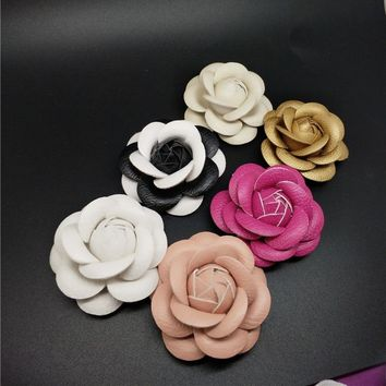 Charm Classic Genuine Leather Camellia Pin Brooch Quality PU Leather Flower Women Pin Brooch Suit Sweater Shirt Pin Brooch